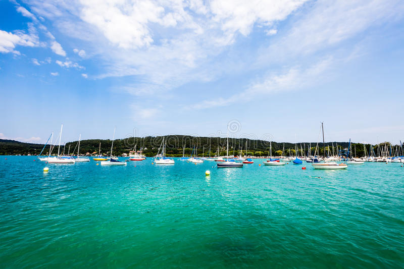 Διακοπές όχθεων της λίμνης Μεγάλη λίμνη Klagenfurt AM Wörthersee στοκ εικόνα με δικαίωμα ελεύθερης χρήσης