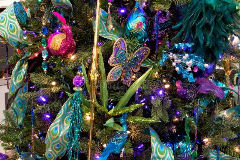 Download Διακοσμήσεις δέντρων διακοπών Χριστουγέννων Στοκ Εικόνα - εικόνα από dickens, κάλαντα: 62715357
