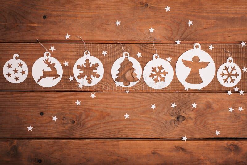 Διακοσμήσεις καρτών Χαρούμενα Χριστούγεννας στο τέμνον ύφος εγγράφου στοκ εικόνες