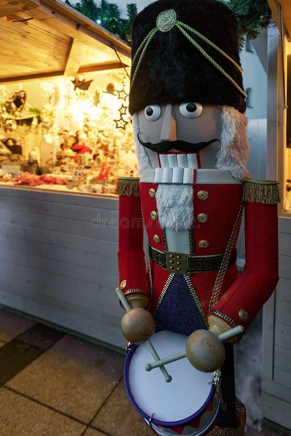 Διακοσμήσεις καρυοθραύστης και Χριστουγέννων στα Χριστούγεννα Bazaar Vilnius στοκ φωτογραφίες με δικαίωμα ελεύθερης χρήσης
