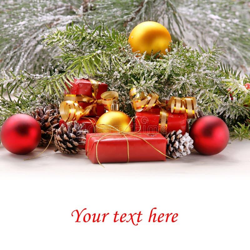 Διακοσμήσεις χιονιού Χριστουγέννων με το κενό άσπρο διάστημα για το κείμενο στοκ φωτογραφίες