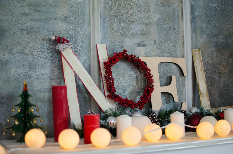 Διακοσμήσεις Χριστουγέννων με Noel στοκ εικόνα