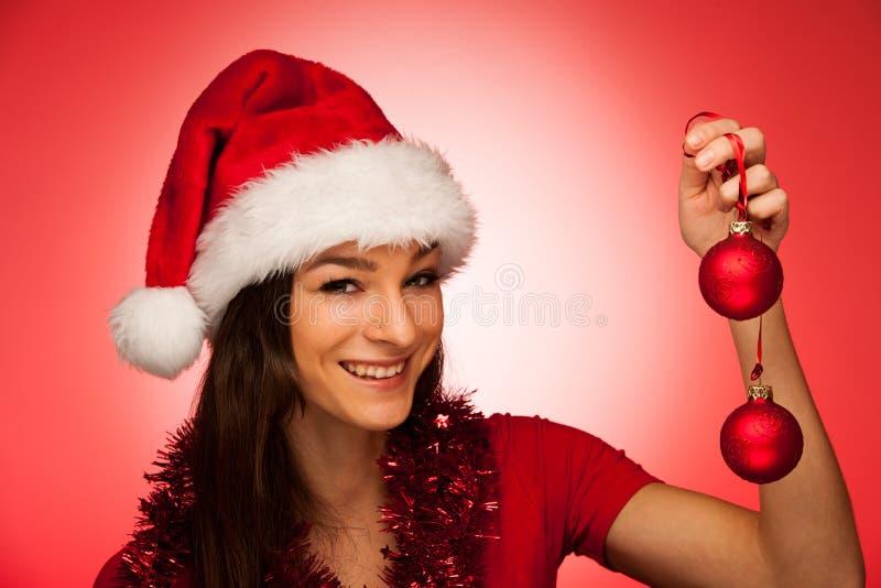 Διακοσμήσεις Χριστουγέννων σε ένα βάζο με το κόκκινο γάντι Άγιου Βασίλη στοκ εικόνα με δικαίωμα ελεύθερης χρήσης