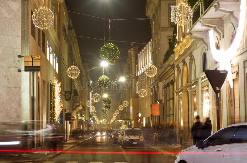 Διακοσμήσεις Χριστουγέννων στις οδούς του Μιλάνου στοκ εικόνα