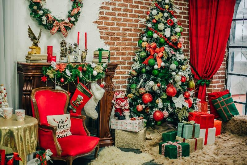 Διακοσμήσεις Χριστουγέννων στο στούντιο φωτογραφιών για Άγιο Βασίλη στοκ εικόνες με δικαίωμα ελεύθερης χρήσης