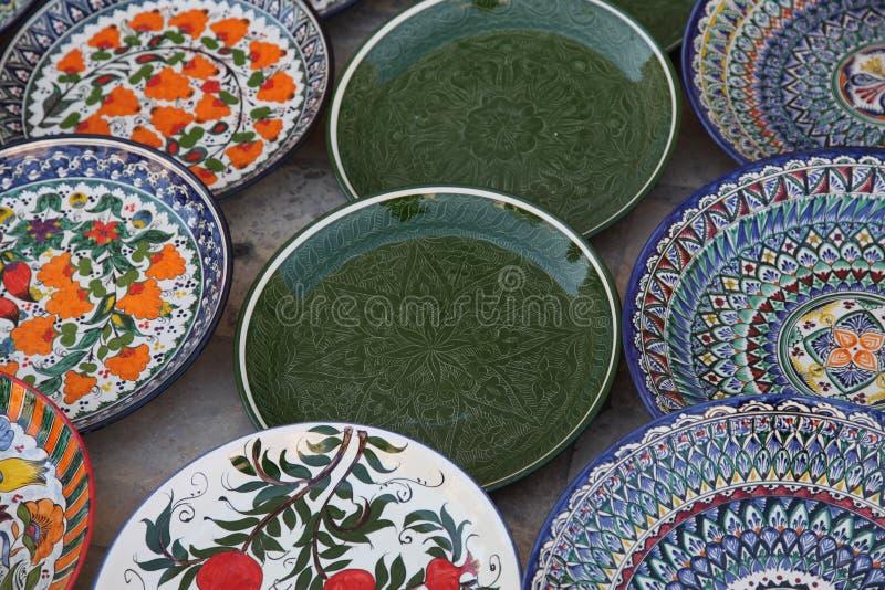 Διακοσμημένα πιάτα με την εθνική διακόσμηση του Ουζμπεκιστάν στοκ εικόνες