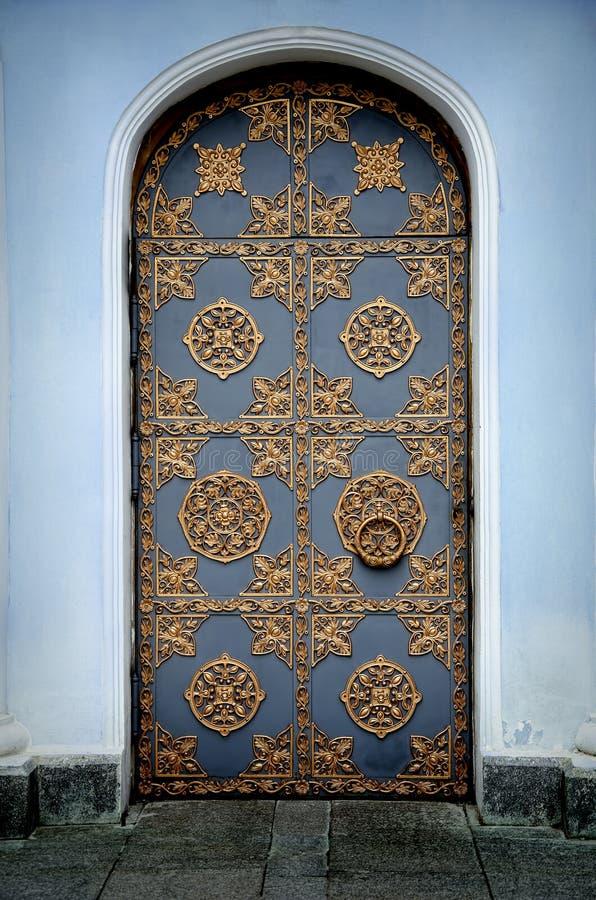 Διακοσμημένη χρυσή πόρτα στοκ φωτογραφία με δικαίωμα ελεύθερης χρήσης