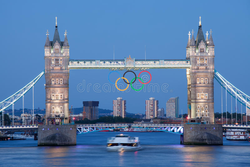 διακοσμημένος γέφυρα πύργος δαχτυλιδιών του Λονδίνου ολυμπιακός στοκ εικόνα με δικαίωμα ελεύθερης χρήσης