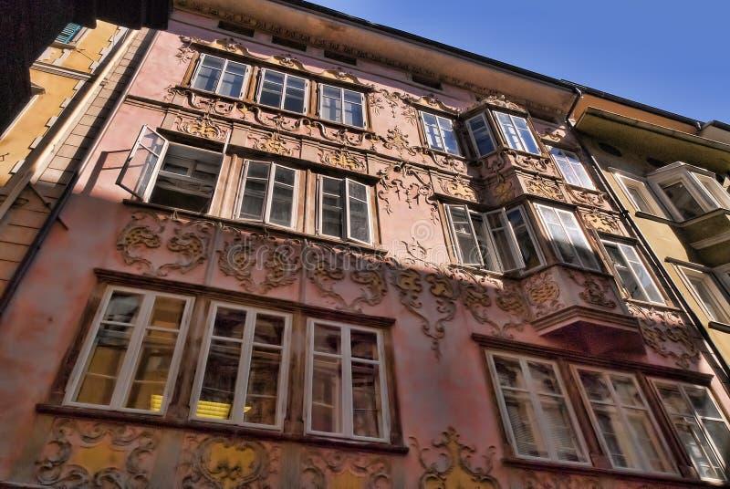 Διακοσμημένο σπίτι στο νότιο Tirol Ιταλία του Μπολτζάνο στοκ φωτογραφίες
