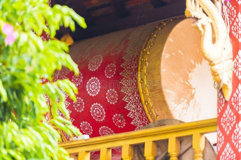 Διακοσμημένο τύμπανο στο ναό Wat Sensoukaram σε Louangphabang, Λάος Κινηματογράφηση σε πρώτο πλάνο κάθετος στοκ φωτογραφίες με δικαίωμα ελεύθερης χρήσης