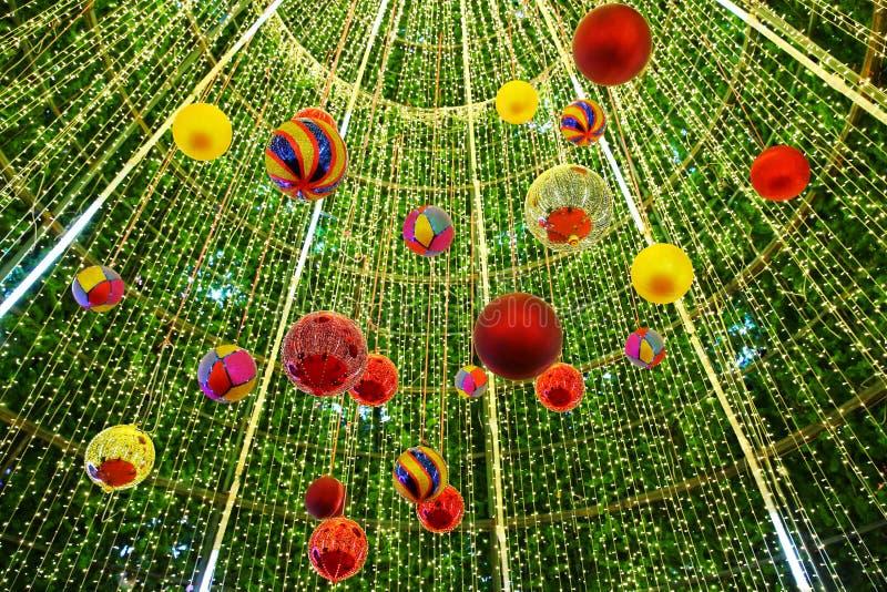 Διακοσμημένο χριστουγεννιάτικο δέντρο θολωμένος στοκ φωτογραφία με δικαίωμα ελεύθερης χρήσης