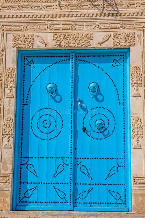 Διακοσμητική πόρτα σε Kairouan, Τυνησία στοκ φωτογραφίες