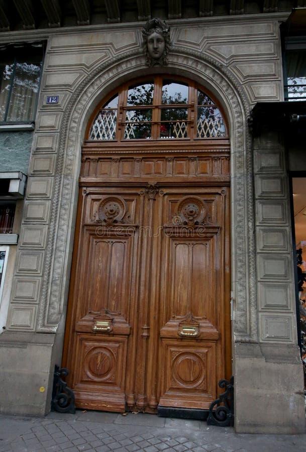 Διακοσμητική πόρτα στο Παρίσι στοκ εικόνες