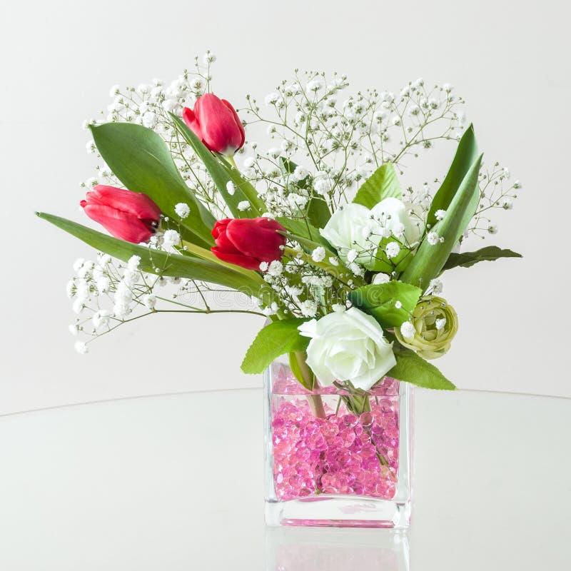Διακοσμητική ρύθμιση λουλουδιών για τις ειδικές περιπτώσεις στοκ φωτογραφία με δικαίωμα ελεύθερης χρήσης
