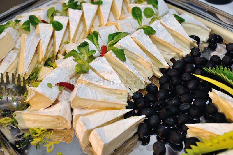 Διακοσμητικός δίσκος με το τυρί στοκ φωτογραφία με δικαίωμα ελεύθερης χρήσης