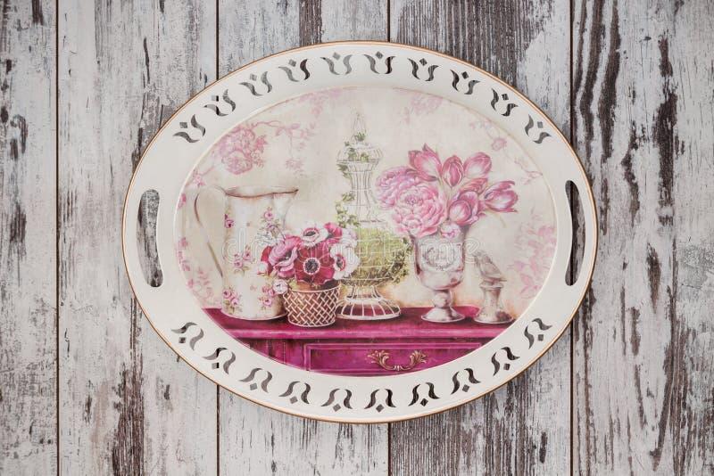 Διακοσμητικός δίσκος με το Floral σχέδιο στοκ εικόνες με δικαίωμα ελεύθερης χρήσης
