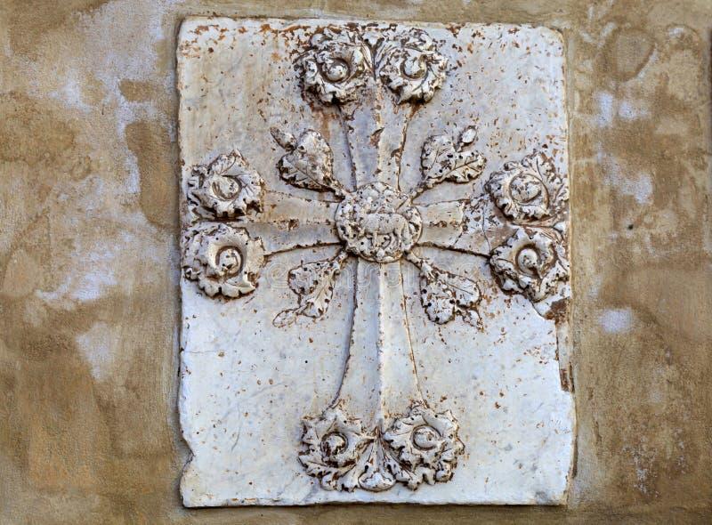 Διακοσμητικός αρχιτεκτονικός σταυρός, Φλωρεντία, Ιταλία στοκ φωτογραφίες