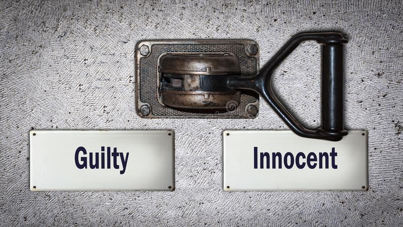 Διακόπτης τοίχων αθώος εναντίον ένοχος στοκ εικόνα
