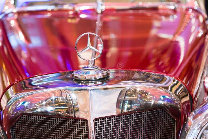 Διακόσμηση κουκουλών της Mercedes στοκ εικόνες