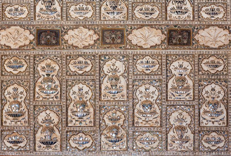 Διακόσμηση οροφής στο παλάτι Sheesh Mahal, Αίθουσα Καθρέφτων στο Amber Fort, Ρατζαστάν, Ινδία στοκ φωτογραφίες με δικαίωμα ελεύθερης χρήσης