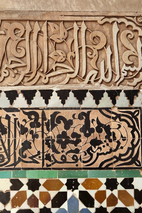 Διακόσμηση τοίχων μωσαϊκών στο Medersa ben Youssef στοκ εικόνες