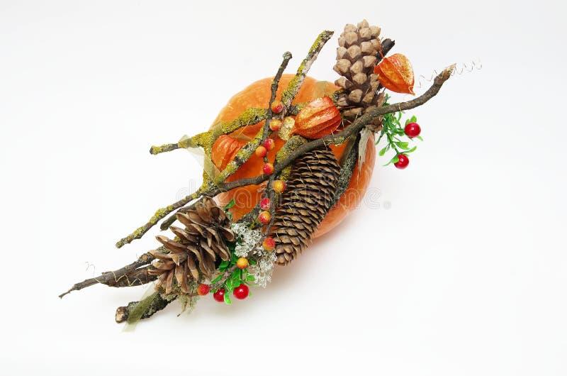 Διακόσμηση φθινοπώρου σε μια κολοκύθα στοκ φωτογραφίες