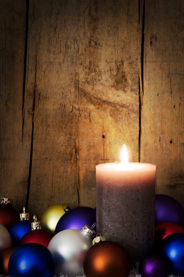 Διακόσμηση Χριστουγέννων καρτών με τις σφαίρες στοκ φωτογραφία