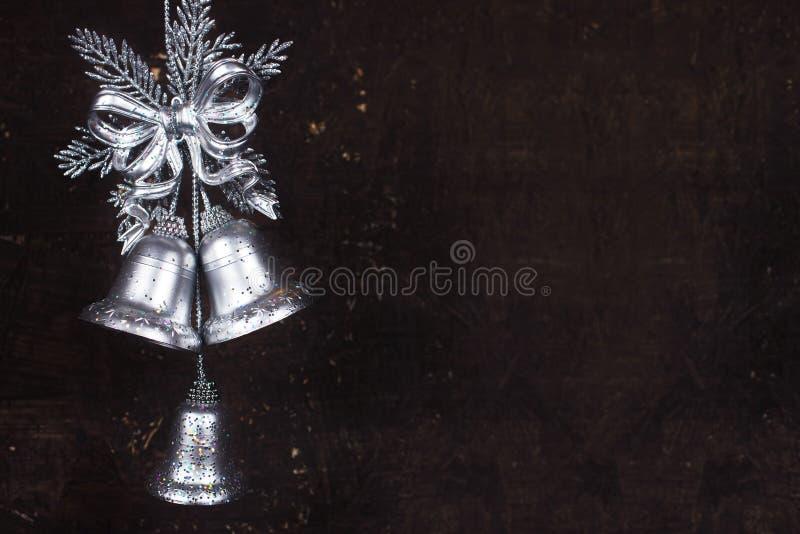 Διακόσμηση Χριστουγέννων με τα ασημένια κουδούνια στοκ εικόνες