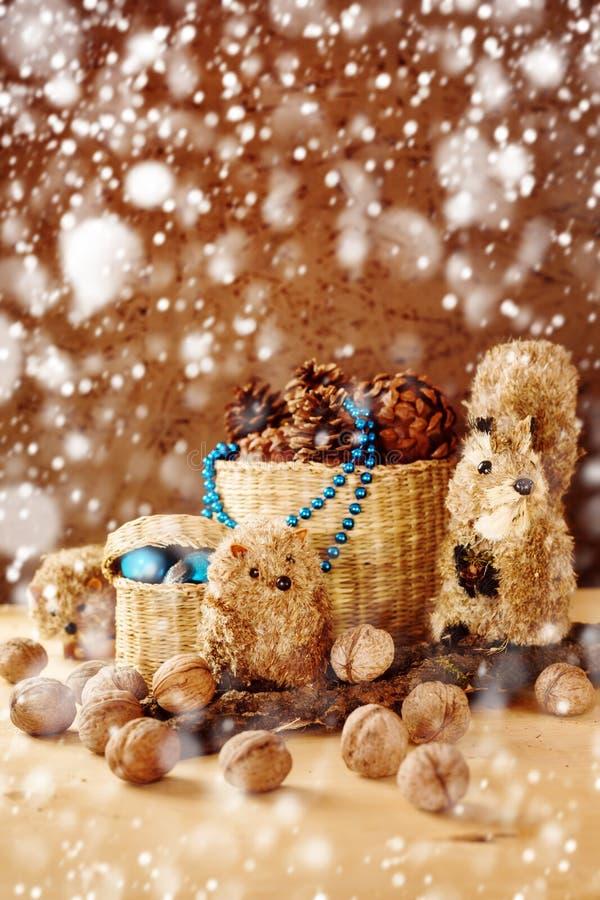 Διακόσμηση Χριστουγέννων με τα εκλεκτής ποιότητας χειροποίητα παιχνίδια στοκ φωτογραφίες με δικαίωμα ελεύθερης χρήσης