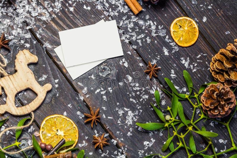 Διακόσμηση Χριστουγέννων με την κάρτα εγγράφου στοκ εικόνες με δικαίωμα ελεύθερης χρήσης