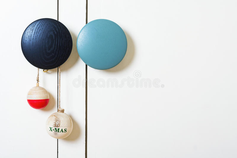 Διακόσμηση Χριστουγέννων με τις ξύλινες σφαίρες στοκ εικόνες με δικαίωμα ελεύθερης χρήσης