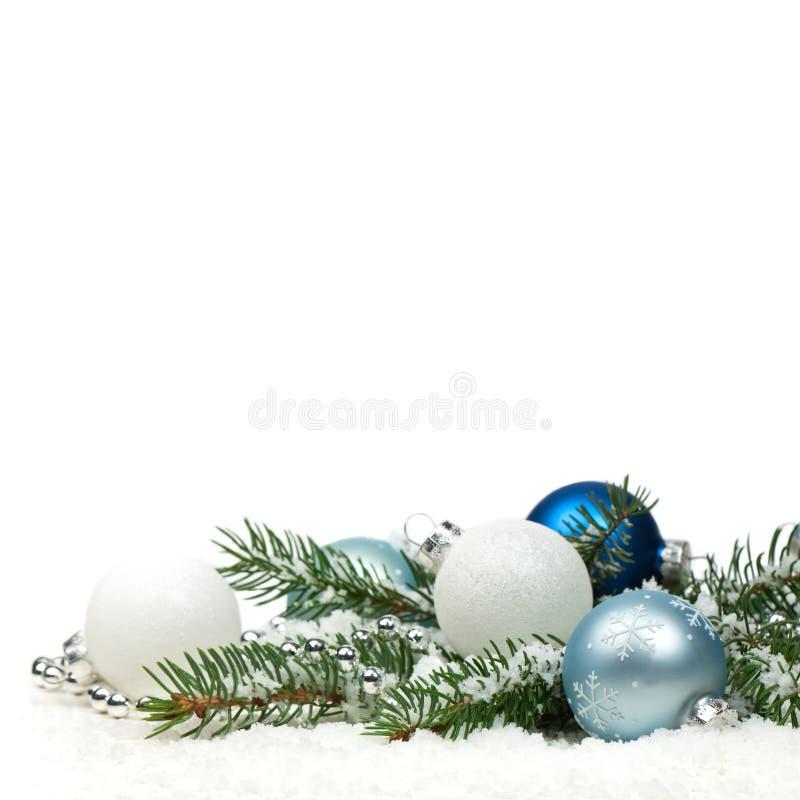 Διακόσμηση Χριστουγέννων με το χιόνι που απομονώνεται στο άσπρο υπόβαθρο στοκ φωτογραφίες με δικαίωμα ελεύθερης χρήσης