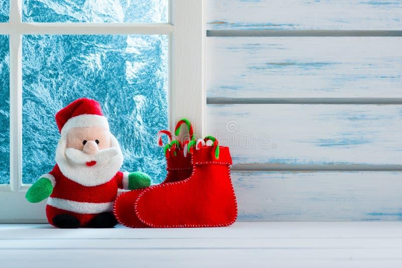 Διακόσμηση Χριστουγέννων, παγωμένο παράθυρο στοκ φωτογραφία με δικαίωμα ελεύθερης χρήσης