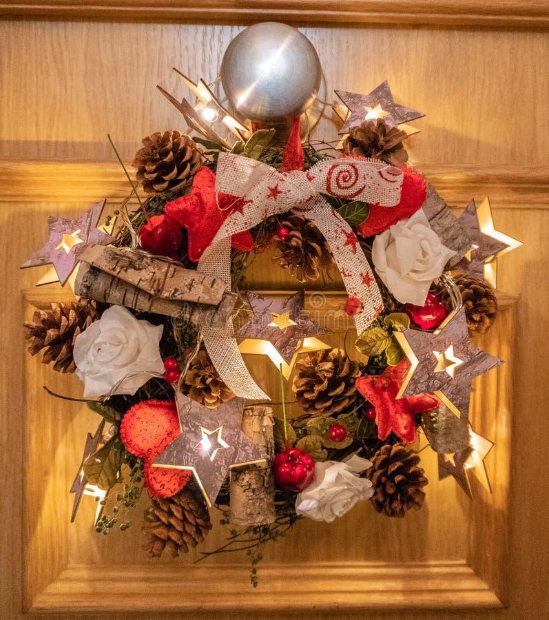 Διακόσμηση Χριστουγέννων πορτών στοκ εικόνες