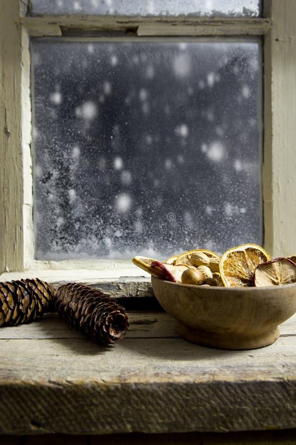Διακόσμηση Χριστουγέννων σε ένα παράθυρο 20 στοκ εικόνα με δικαίωμα ελεύθερης χρήσης