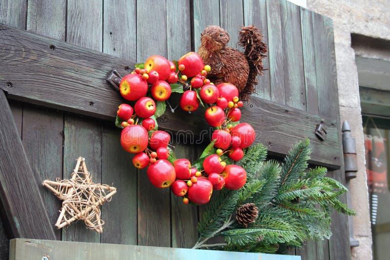 Διακόσμηση Χριστουγέννων στην τσεχική πόρτα στοκ εικόνα