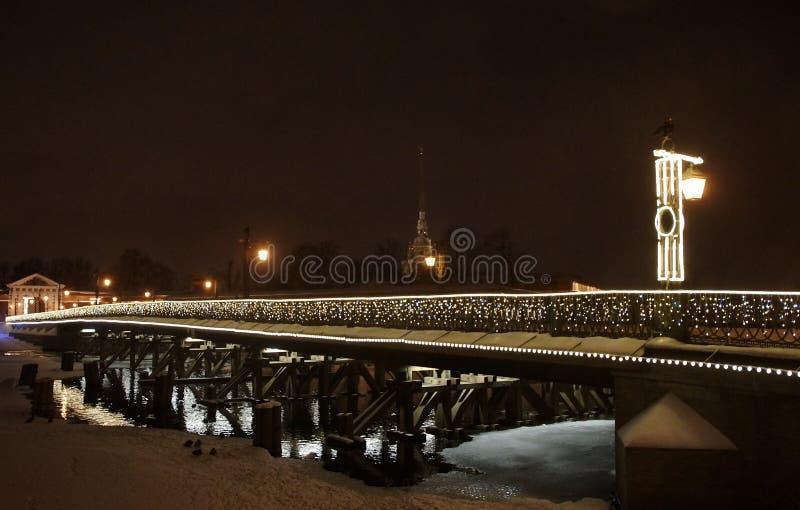 Διακόσμηση Χριστουγέννων στη Αγία Πετρούπολη, γέφυρα Ioannovsky στοκ φωτογραφία με δικαίωμα ελεύθερης χρήσης