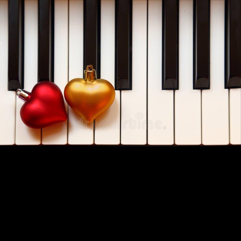 Διακόσμηση Χριστουγέννων στο πιάνο στοκ εικόνες