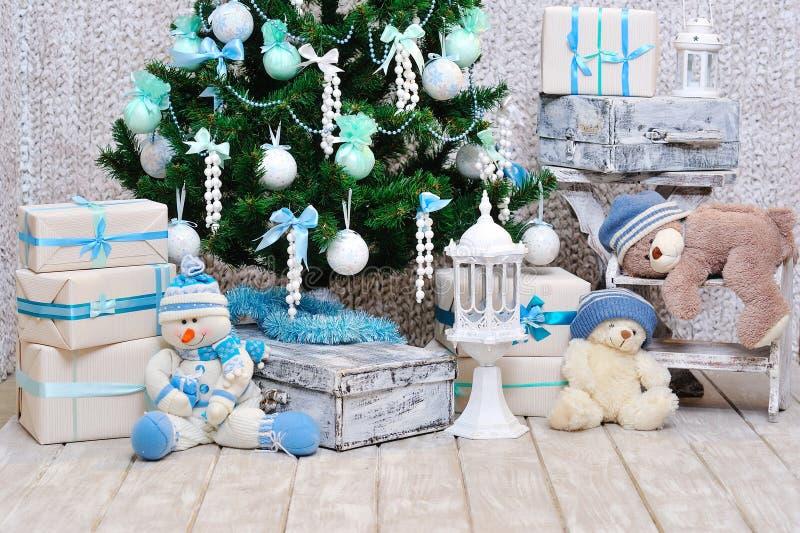 Διακόσμηση δωματίων Χριστουγέννων στο μπλε και τα χρώματα μεντών στοκ φωτογραφία με δικαίωμα ελεύθερης χρήσης