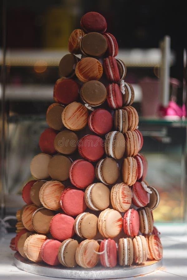 Διακόσμηση Cristmas από macaroons Όμορφα γλυκά στοκ εικόνα με δικαίωμα ελεύθερης χρήσης
