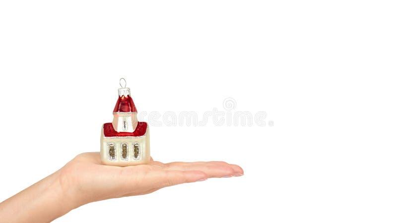 Διακόσμηση Cristmas, κεραμικό σπίτι που απομονώνεται υπό εξέταση στο άσπρο υπόβαθρο Νέο αντικείμενο έτους διάστημα αντιγράφων, πρ στοκ εικόνα με δικαίωμα ελεύθερης χρήσης