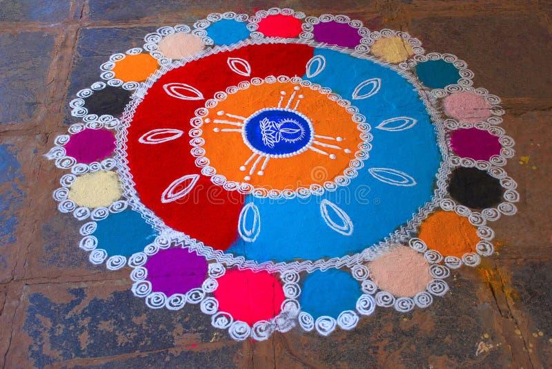Διακόσμηση Rangoli με τη χρωματισμένη σκόνη Chiplun στοκ φωτογραφία με δικαίωμα ελεύθερης χρήσης