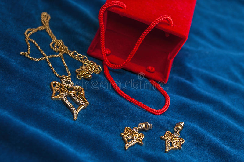 Διαμάντι ημέρας βαλεντίνων, necklase, δώρο earings στοκ εικόνες