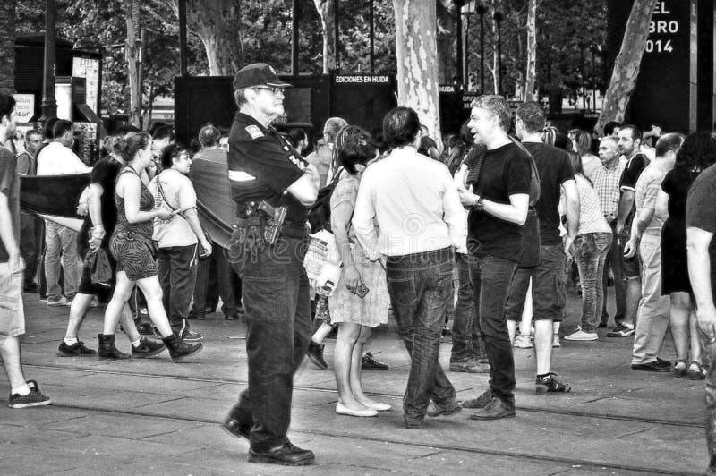 Διαμαρτυρίες ενάντια στη μοναρχία 26 αστυνομία στο ρολόι στοκ εικόνες με δικαίωμα ελεύθερης χρήσης