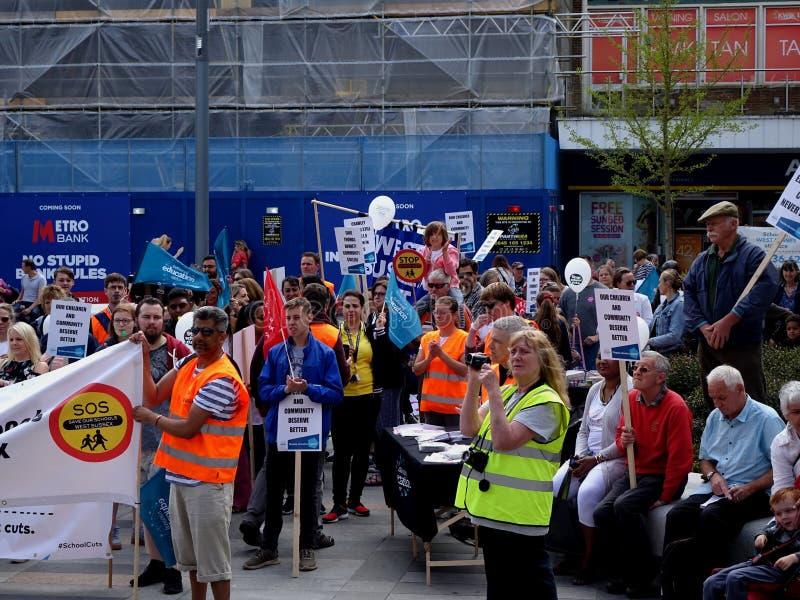 Διαμαρτυρόμενοι για τις περικοπές προϋπολογισμού κοινοτικού κολεγίου του Thomas Bennett στοκ εικόνα