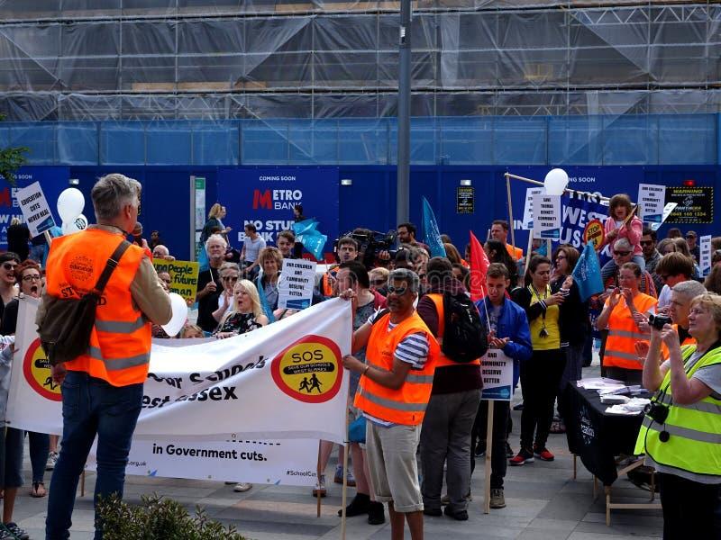 Διαμαρτυρόμενοι για τις περικοπές προϋπολογισμού κοινοτικού κολεγίου του Thomas Bennett στοκ εικόνες