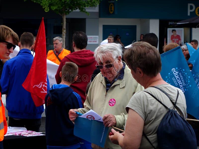 Διαμαρτυρόμενοι για τις περικοπές προϋπολογισμού κοινοτικού κολεγίου του Thomas Bennett στοκ φωτογραφία με δικαίωμα ελεύθερης χρήσης