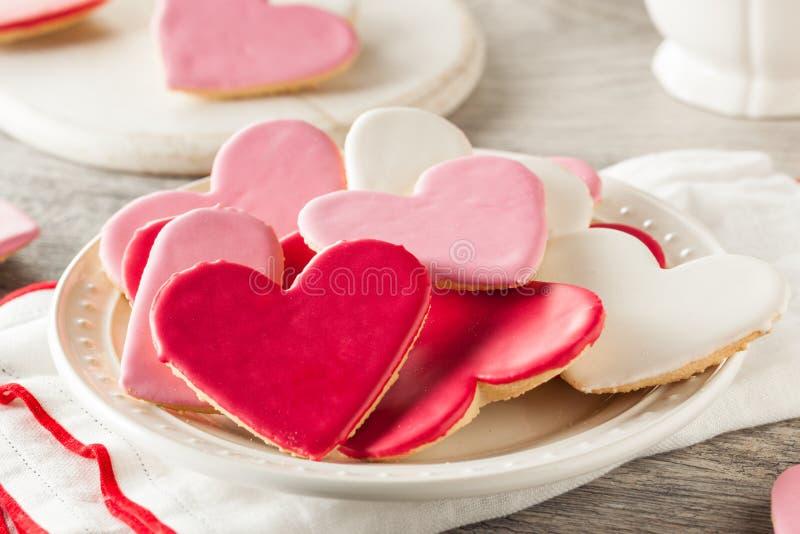 Διαμορφωμένα καρδιά μπισκότα ζάχαρης ημέρας του βαλεντίνου στοκ εικόνα με δικαίωμα ελεύθερης χρήσης