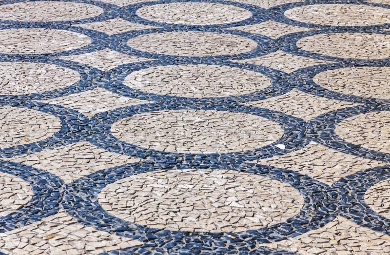 Διαμορφωμένα κεραμίδια επίστρωσης στην πόλη της Λισσαβώνας, Πορτογαλία στοκ εικόνα με δικαίωμα ελεύθερης χρήσης