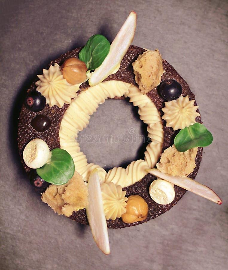 Διαμορφωμένες ορχιδέα ζελατίνα λεμονιών και ριπή κρέμας σοκολάτας που τεμαχίζεται στοκ φωτογραφία με δικαίωμα ελεύθερης χρήσης